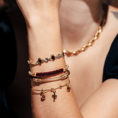 Alex and Ani Holiday 2 Campaign 1000x1000 EN